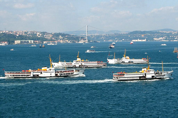 Bosphorus cruise tour in Istanbul with the boat